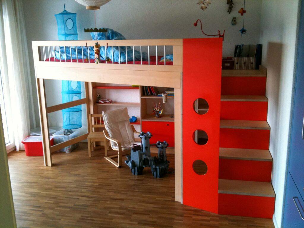 Wooddesign_Kinderzimmer_Kinderbett_Spielzimmer_Treppe-Verstauraum_ Schubladen_Bücherregal_Hochbett (1)