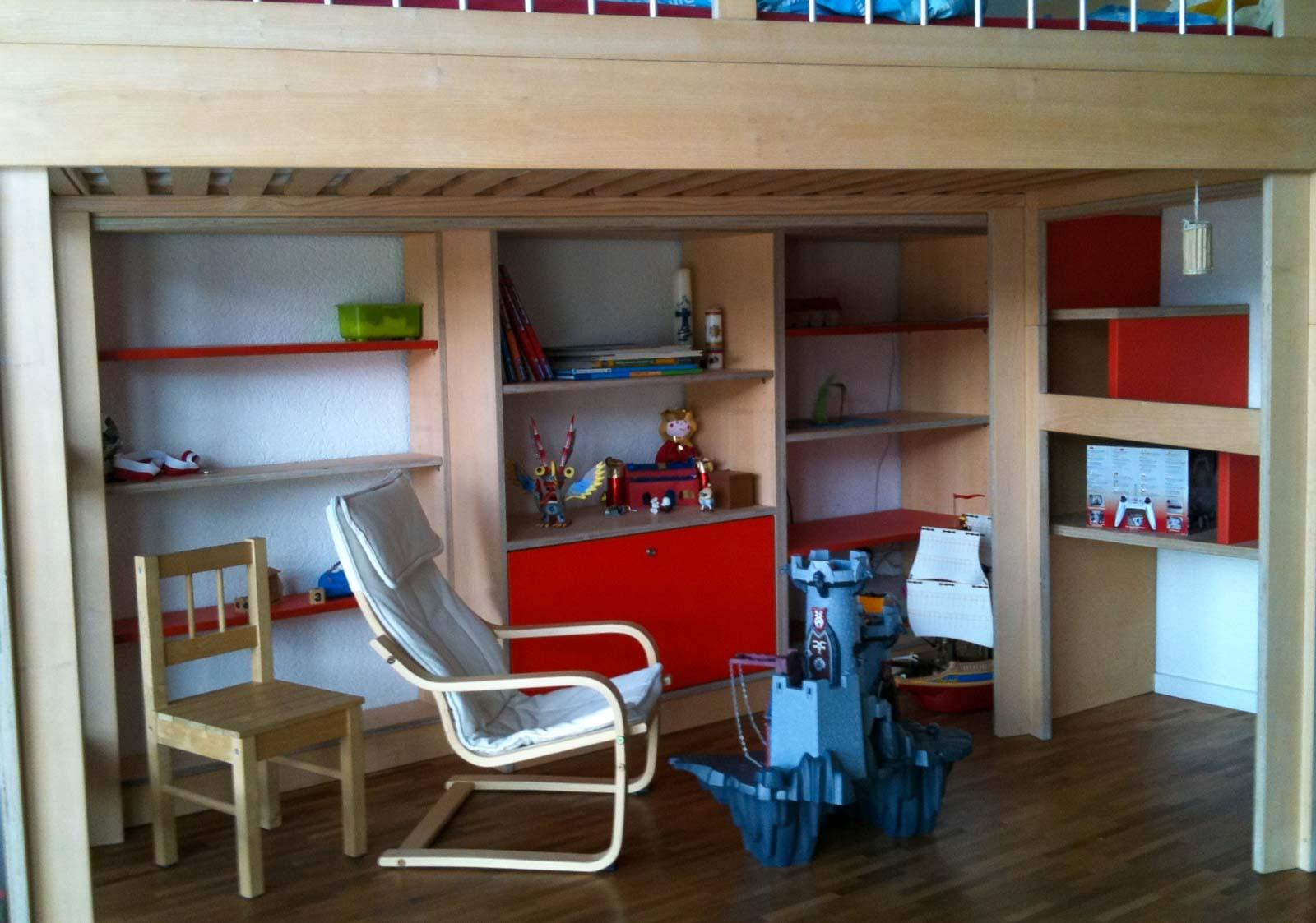 Wooddesign_Kinderzimmer_Kinderbett_Spielzimmer_Treppe-Verstauraum_ Schubladen_Bücherregal_Hochbett (2)