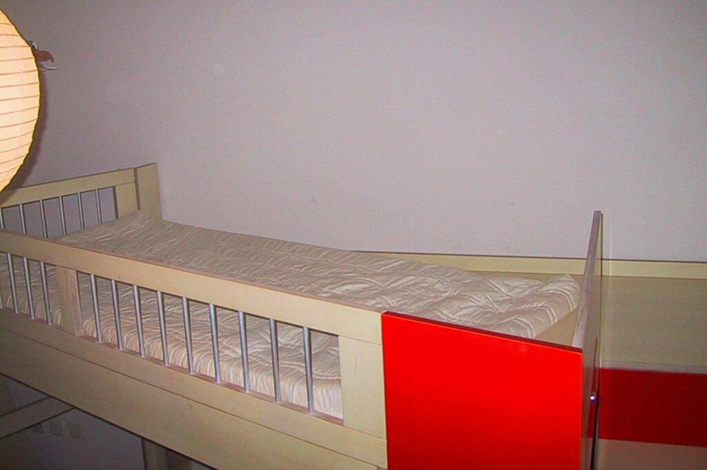 Wooddesign_Kinderzimmer_Kinderbett_Spielzimmer_Treppe-Verstauraum_ Schubladen_Bücherregal_Hochbett (3)