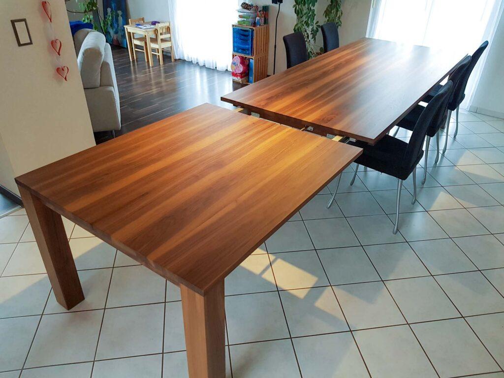 Wooddesign_Nussbaum massiv_ausziehbar_Ausziehtisch_Tischeinlage unter dem Tisch (1)