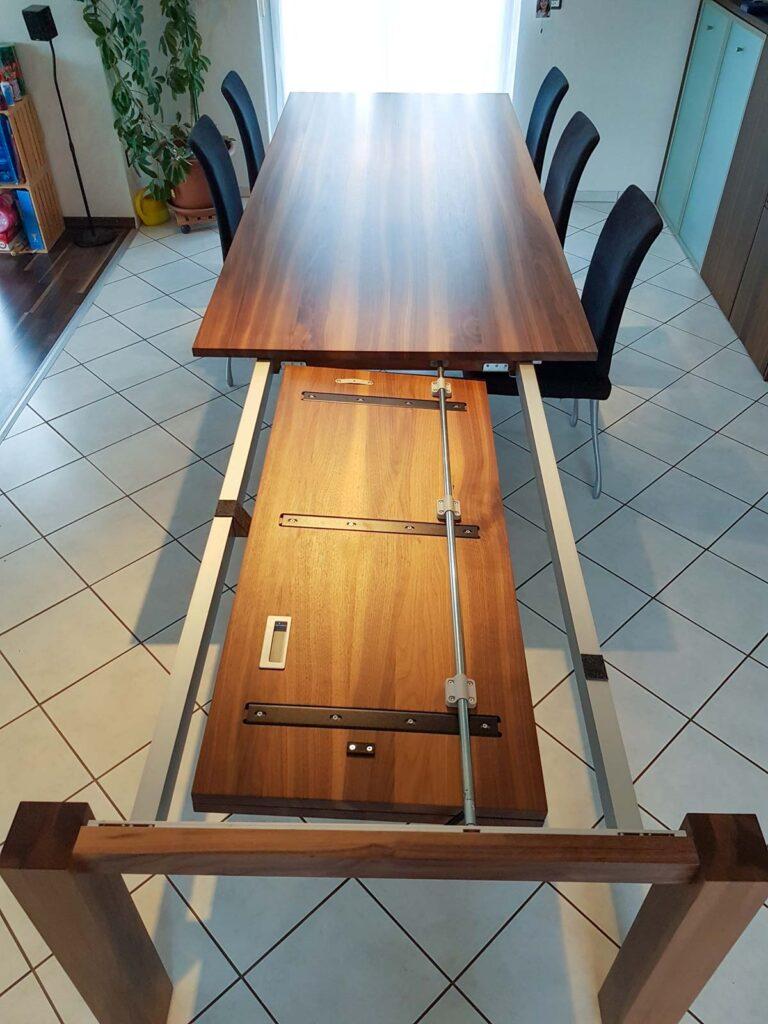 Wooddesign_Nussbaum massiv_ausziehbar_Ausziehtisch_Tischeinlage unter dem Tisch (2)