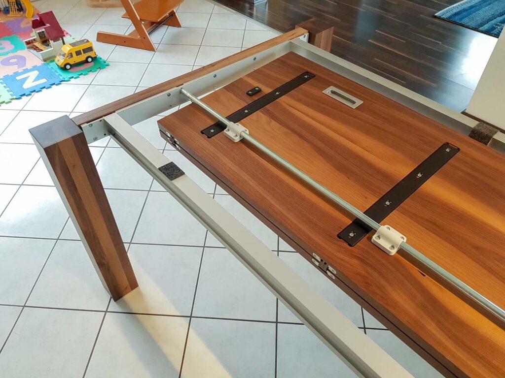 Wooddesign_Nussbaum massiv_ausziehbar_Ausziehtisch_Tischeinlage unter dem Tisch (3)