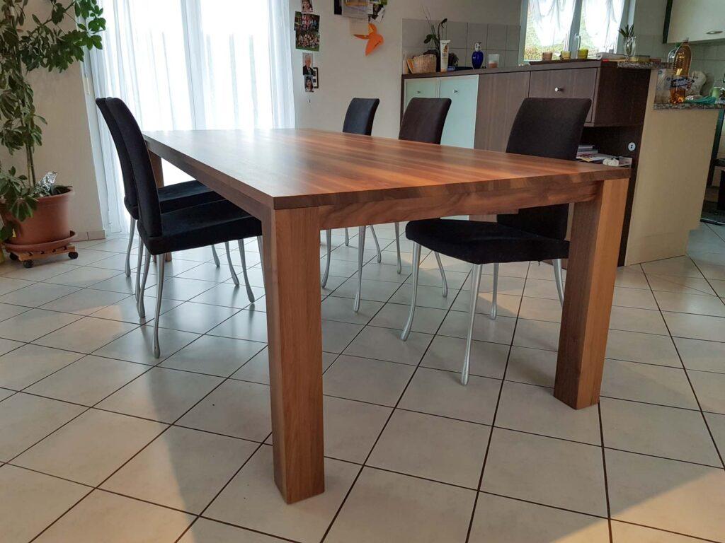 Wooddesign_Nussbaum massiv_ausziehbar_Ausziehtisch_Tischeinlage unter dem Tisch (4)