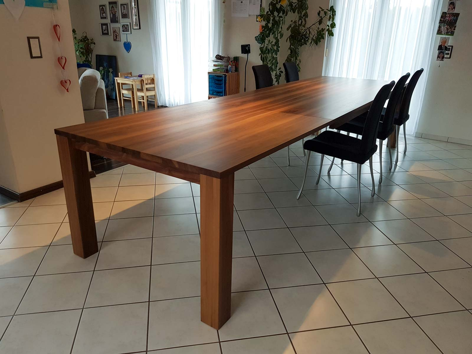 Wooddesign_Nussbaum massiv_ausziehbar_Ausziehtisch_Tischeinlage unter dem Tisch (5)