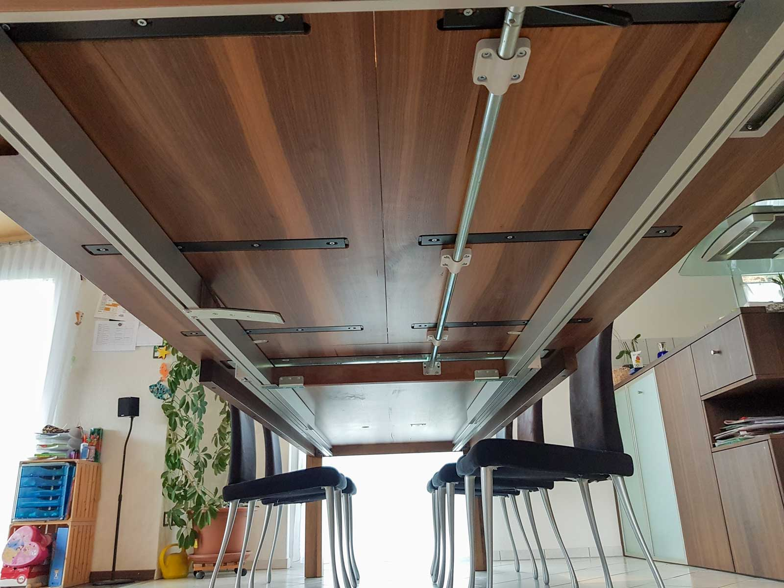Wooddesign_Nussbaum massiv_ausziehbar_Ausziehtisch_Tischeinlage unter dem Tisch (6)