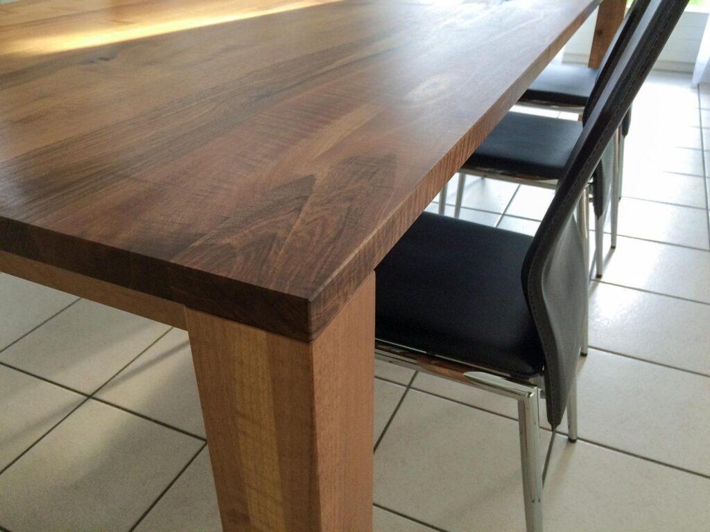 Wooddesign_Nussbaum massiv_ausziehbar_Ausziehtisch_Tischeinlage unter dem Tisch (7)