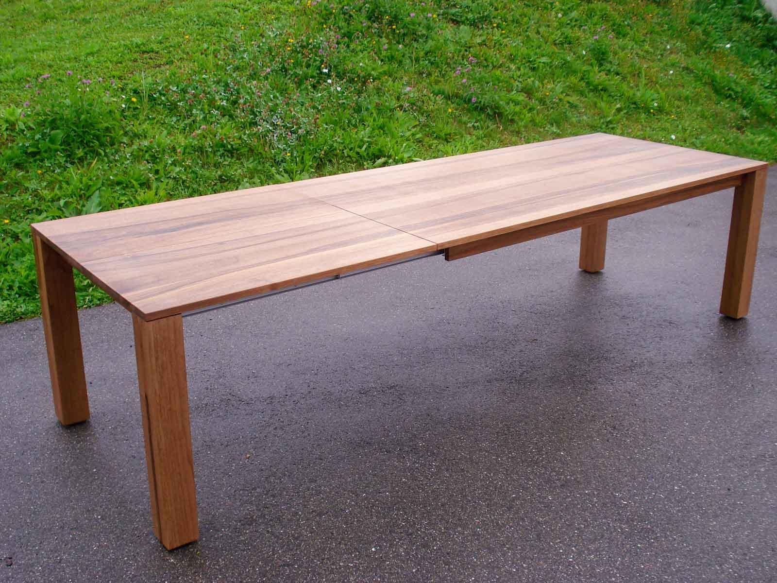Wooddesign_Nussbaum massiv_ausziehbar_Ausziehtisch_Tischeinlage unter dem Tisch_Tischbeine mitlaufend (1)