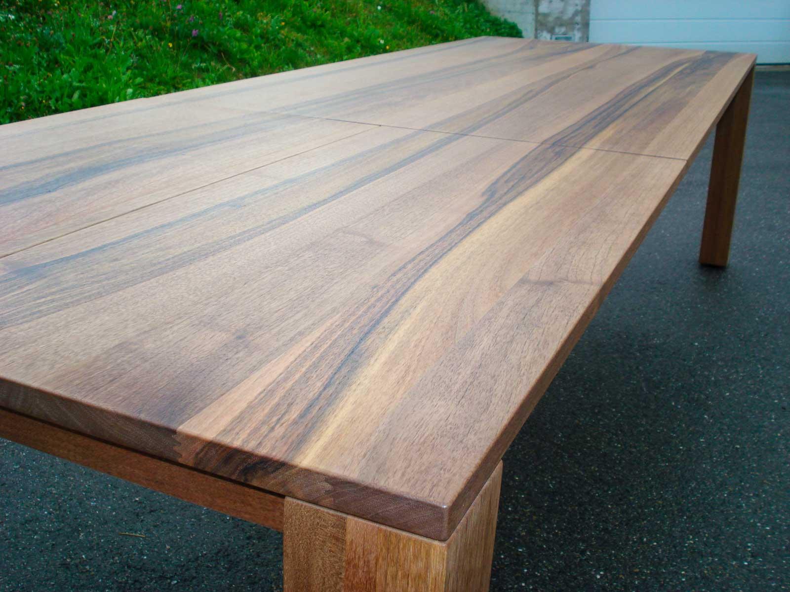 Wooddesign_Nussbaum massiv_ausziehbar_Ausziehtisch_Tischeinlage unter dem Tisch_Tischbeine mitlaufend (2)