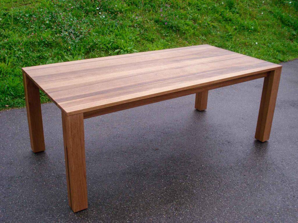Wooddesign_Nussbaum massiv_ausziehbar_Ausziehtisch_Tischeinlage unter dem Tisch_Tischbeine mitlaufend (3)