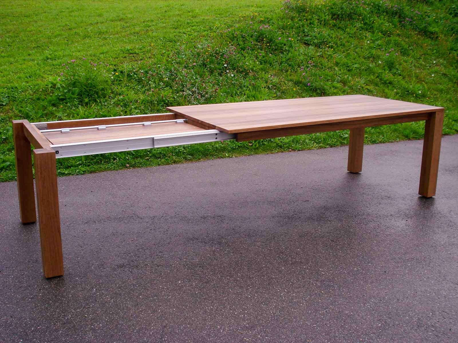 Wooddesign_Nussbaum massiv_ausziehbar_Ausziehtisch_Tischeinlage unter dem Tisch_Tischbeine mitlaufend (4)