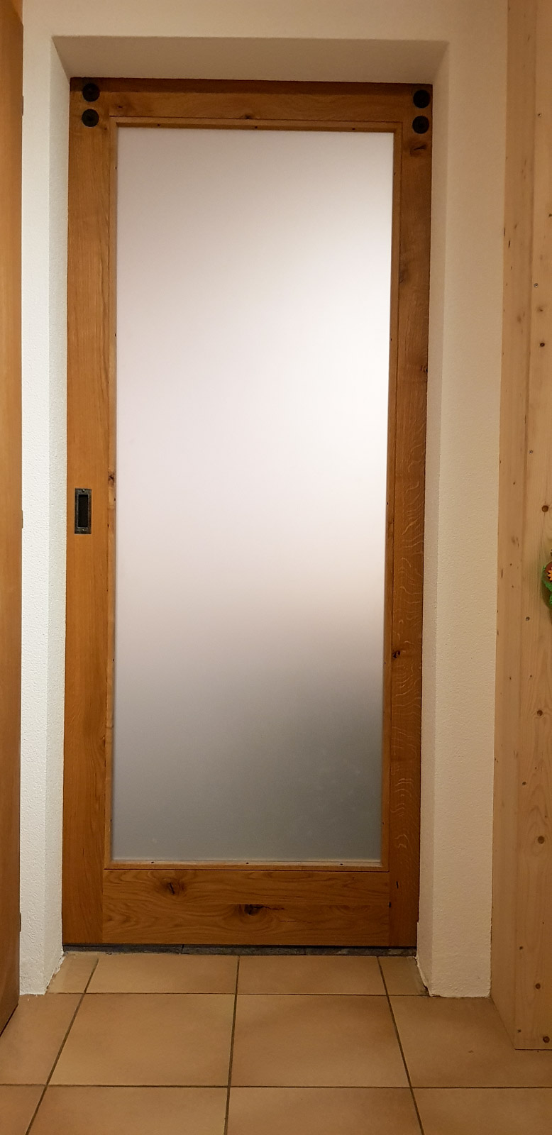 Wooddesign_Raumtrenner_Schiebetüren_.rustikal_Schiebetürbeschlag_schwarz_Schwarzstahl_Muschelgriffe (8)