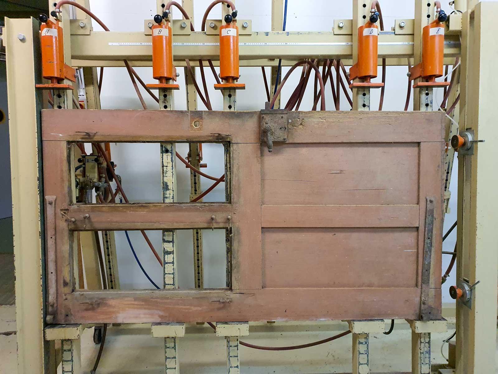 Wooddesign_Raumtrenner_Schiebetüren_Altholz_Türe_rustikaler Schiebtürbeschlag in Schwarzstahl_modern (3)