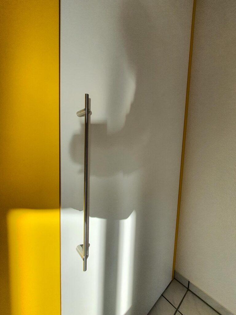Wooddesign_Raumtrenner_Türen_Pendeltüre_weiss_gelb (2)