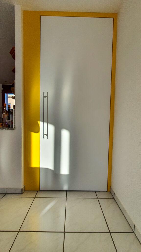 Wooddesign_Raumtrenner_Türen_Pendeltüre_weiss_gelb (4)