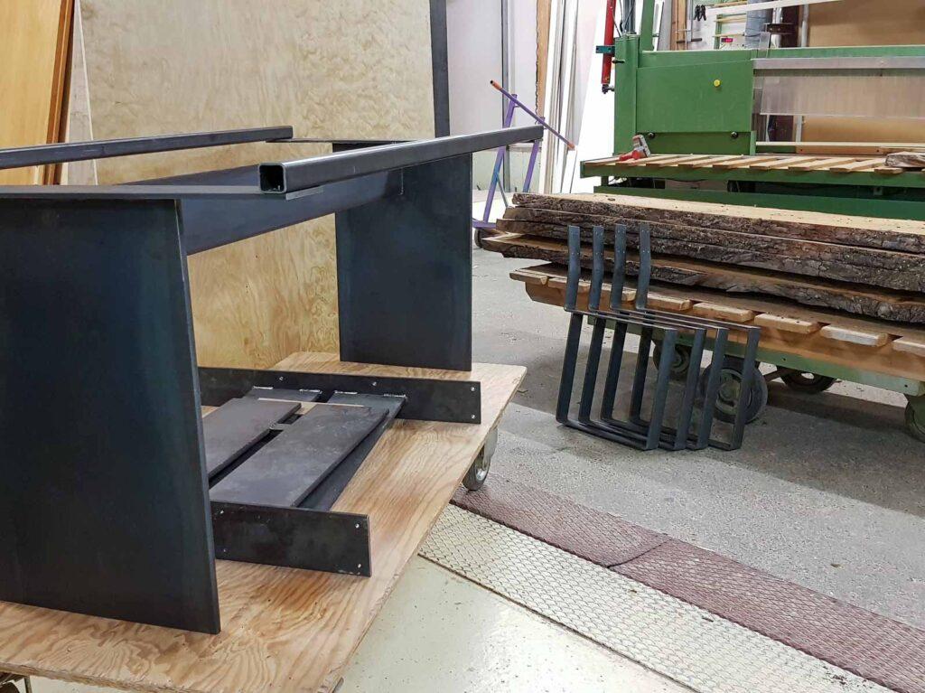 Wooddesign_Realisierte Objekte Tisch und Sitzmöbel_Tisch_ Herstellung_Schwarzstahl_Tischgestell_Schreinerei Möbelwerkstatt (4)