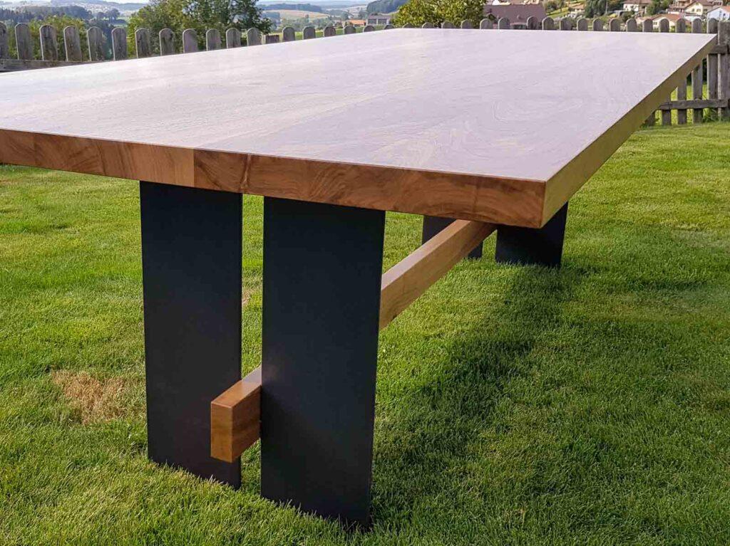 Wooddesign_Realisierte Objekte Tisch und Sitzmöbel_Tisch_Eiche massiv_Schwarzstahl_Beine innen_Taverse (2)