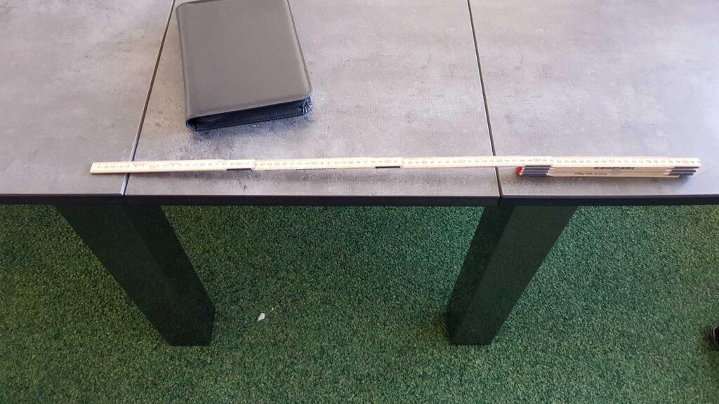 Wooddesign_Sitzungszimmer_Sitzungstisch_Besprechungstisch_erweiterbar_versenkbare Steckdose_Tischverlängerung (1)