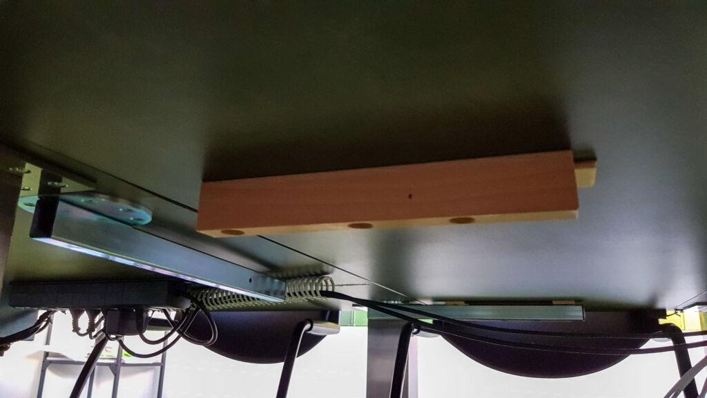 Wooddesign_Sitzungszimmer_Sitzungstisch_Besprechungstisch_erweiterbar_versenkbare Steckdose_Tischverlängerung (4)