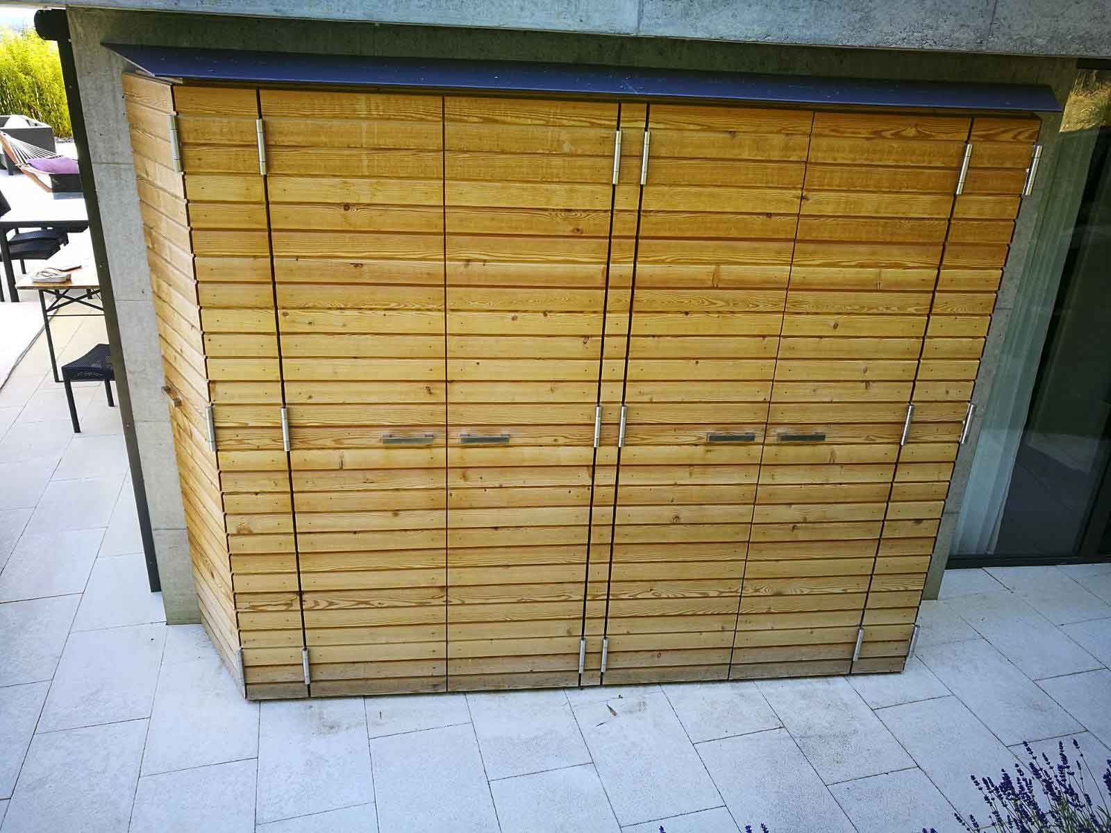 Wooddesign_Terrassengestaltung_Aussenschrank_Lärchenholz vergraut_Holzverschalung_Türen (2)
