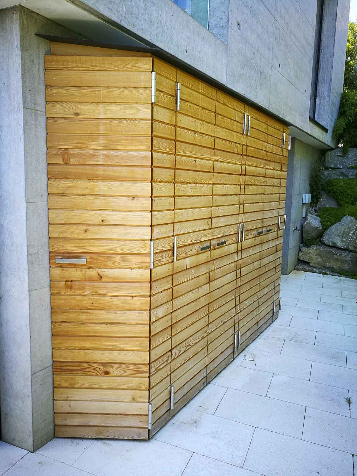 Wooddesign_Terrassengestaltung_Aussenschrank_Lärchenholz vergraut_Holzverschalung_Türen (3)