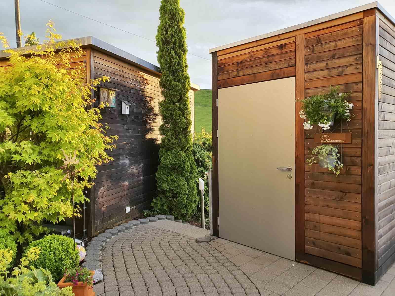 Wooddesign_Terrassengestaltung_Eingangsbereich_Pergola_Reduit_Naturholz_Lärchenholz vergraut (1)