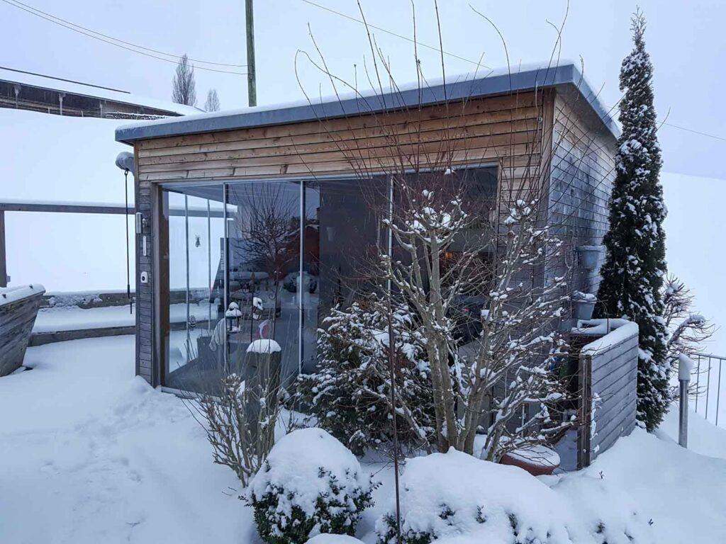 Wooddesign_Terrassengestaltung_Eingangsbereich_Pergola_Reduit_Naturholz_Lärchenholz vergraut (2)