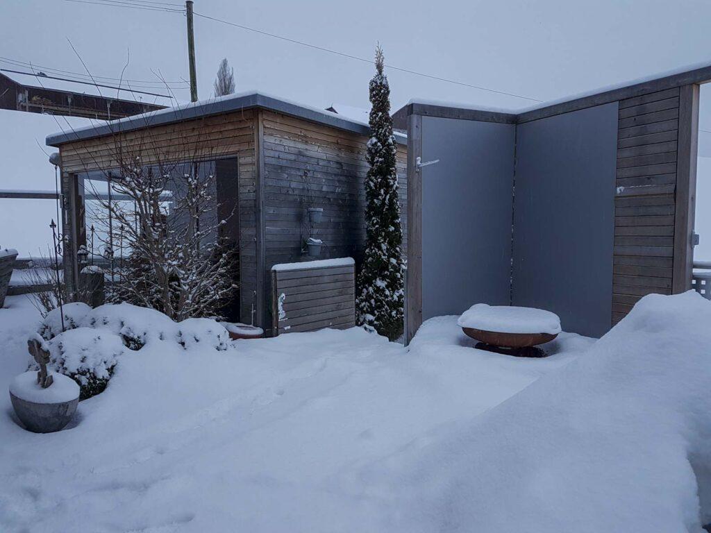 Wooddesign_Terrassengestaltung_Eingangsbereich_Pergola_Reduit_Naturholz_Lärchenholz vergraut (3)