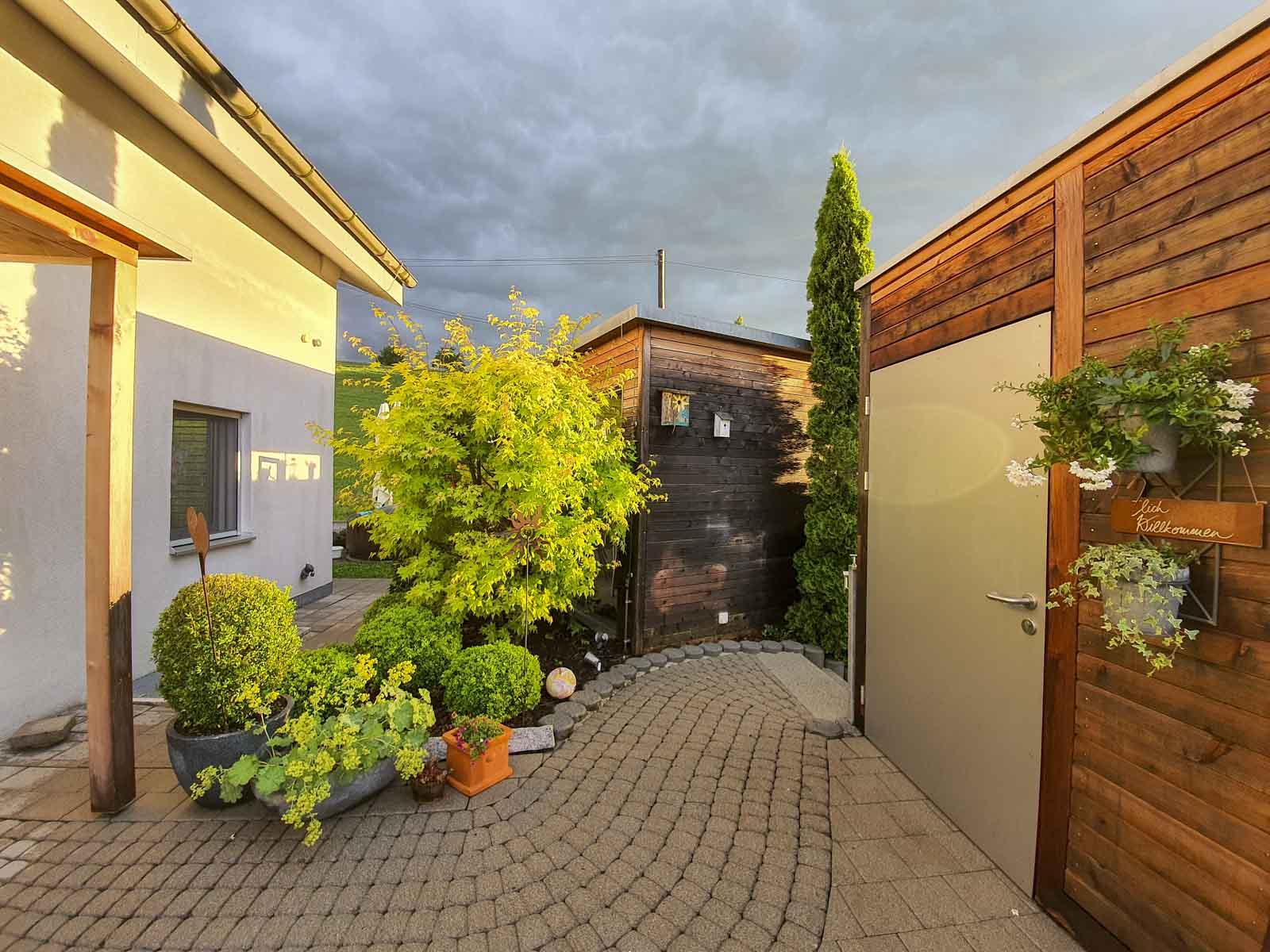 Wooddesign_Terrassengestaltung_Eingangsbereich_Pergola_Reduit_Naturholz_Lärchenholz vergraut (5)