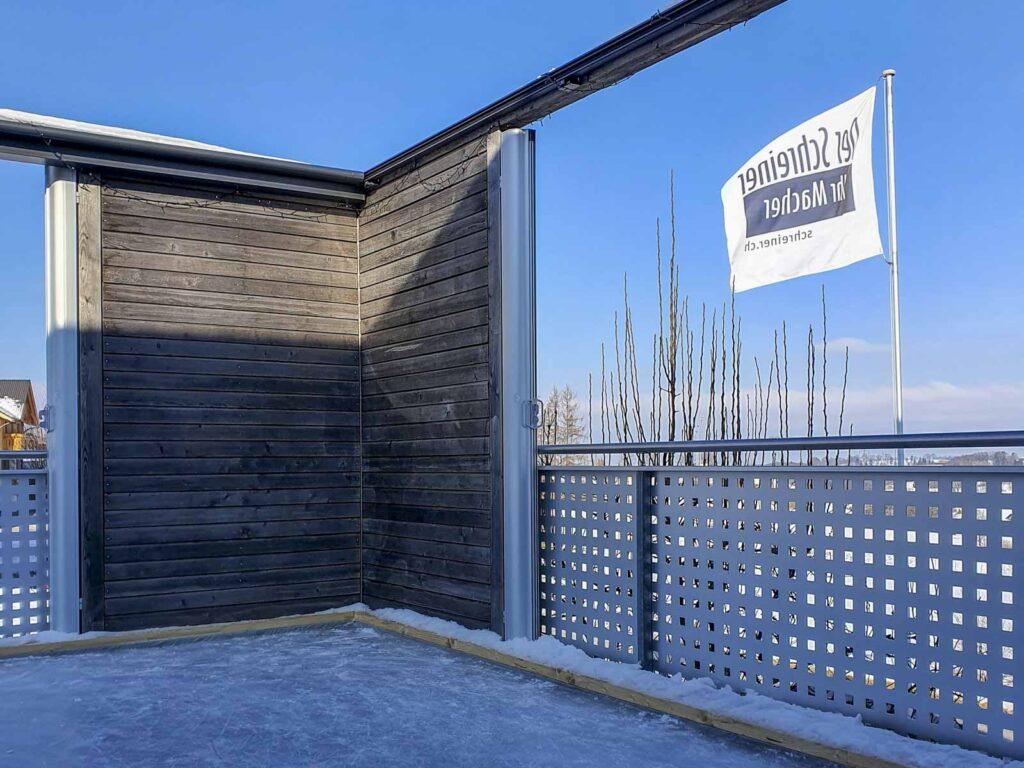 Wooddesign_Terrassengestaltung_Spielplatz_Eisfeld_ Naturholz_Lärchenholz vergraut_Aussenbeleuchtung (4)