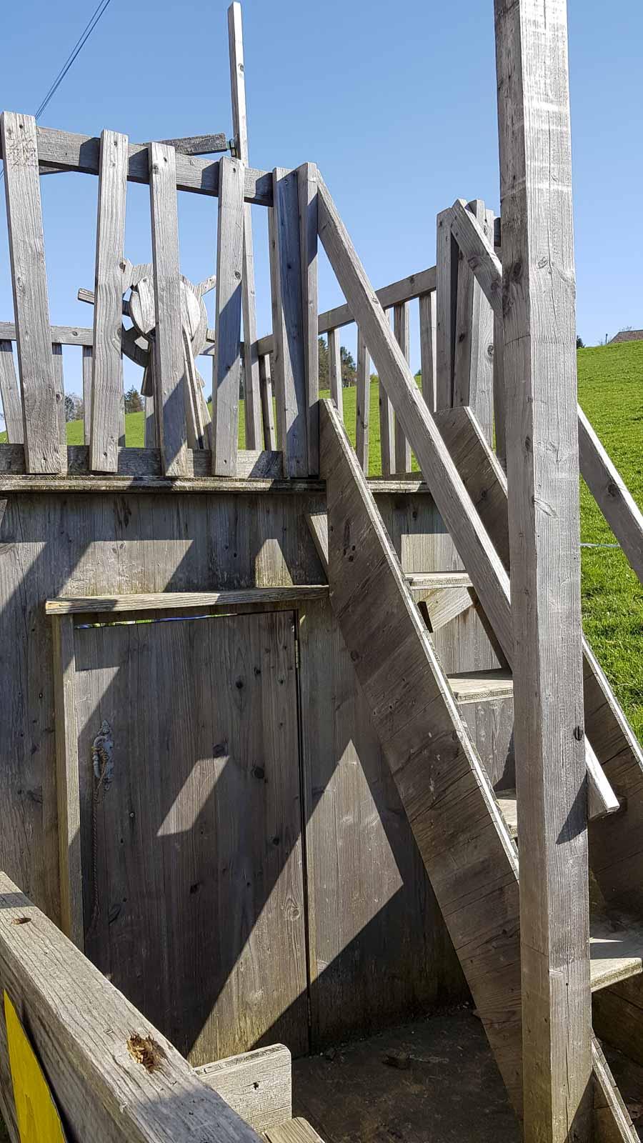 Wooddesign_Terrassengestaltung_Spielplatz_Piratenschiff_Naturholz_Lärchenholz vergraut (3)