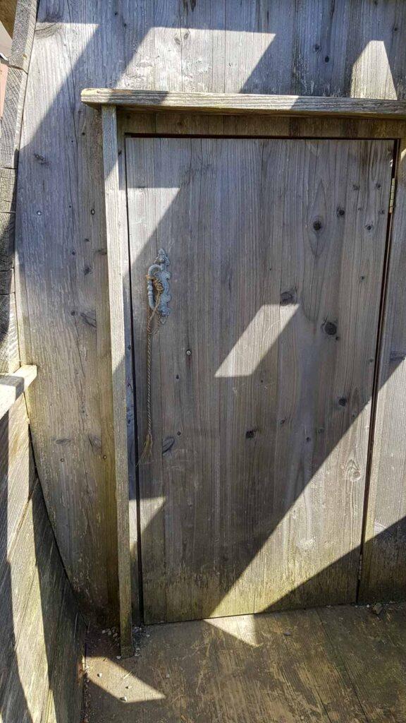 Wooddesign_Terrassengestaltung_Spielplatz_Piratenschiff_Naturholz_Lärchenholz vergraut (4)