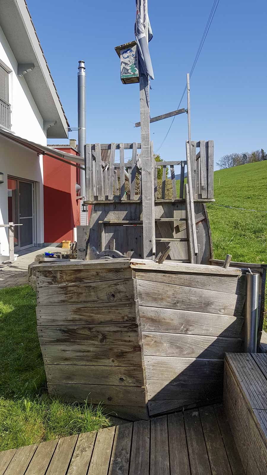 Wooddesign_Terrassengestaltung_Spielplatz_Piratenschiff_Naturholz_Lärchenholz vergraut (6)
