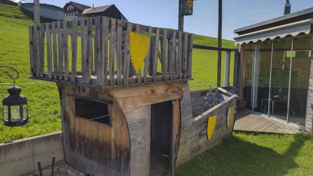 Wooddesign_Terrassengestaltung_Spielplatz_Piratenschiff_Naturholz_Lärchenholz vergraut (7)