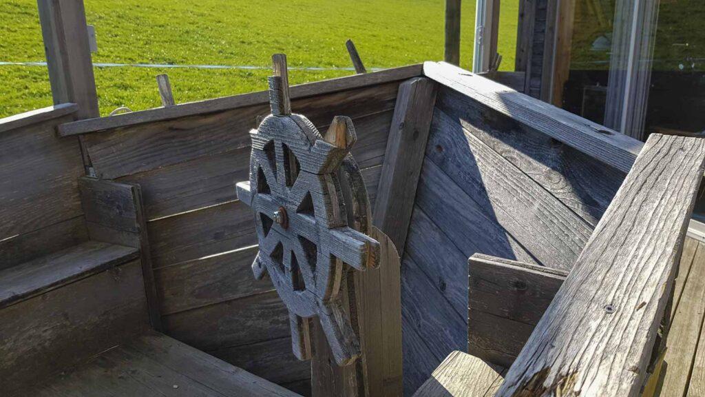 Wooddesign_Terrassengestaltung_Spielplatz_Schiff_ Naturholz_Lärchenholz vergraut (5)
