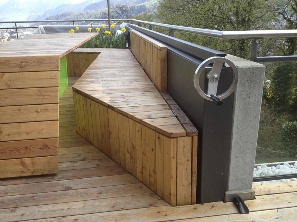 Wooddesign_Terrassengestaltung_Tisch_Sitzbank-Windschutz_ Naturholz_Lärchenholz vergraut (6)