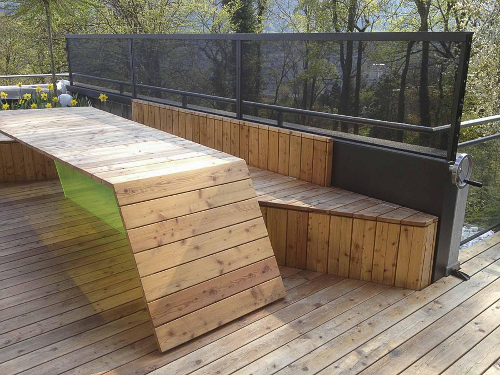 Wooddesign_Terrassengestaltung_Tisch_Sitzbank-Windschutz_ Naturholz_Lärchenholz vergraut (7)