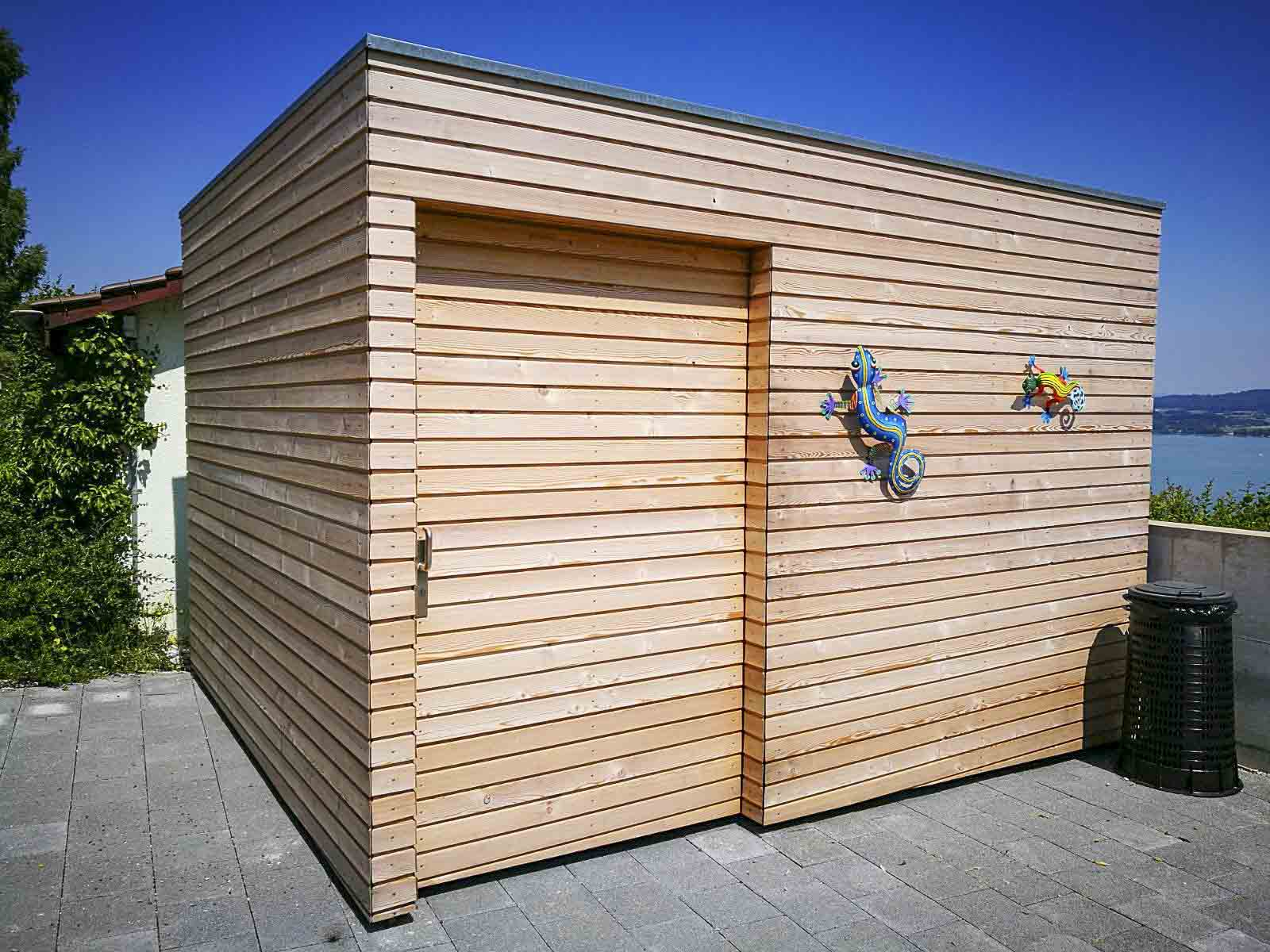 Wooddesign_Terrassengestaltung_Veounterstand_Carport_Lärchenholz vergraut_Holzverschalung_Schiebetüre-Flachdach (2)