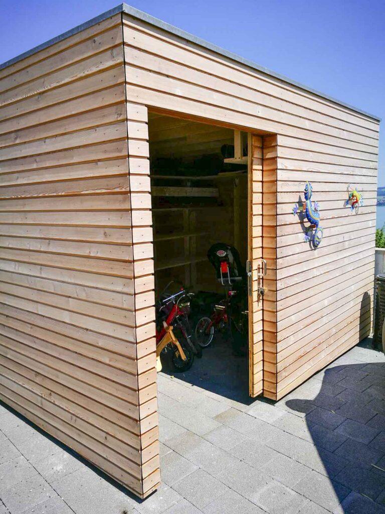Wooddesign_Terrassengestaltung_Veounterstand_Carport_Lärchenholz vergraut_Holzverschalung_Schiebetüre-Flachdach (3)