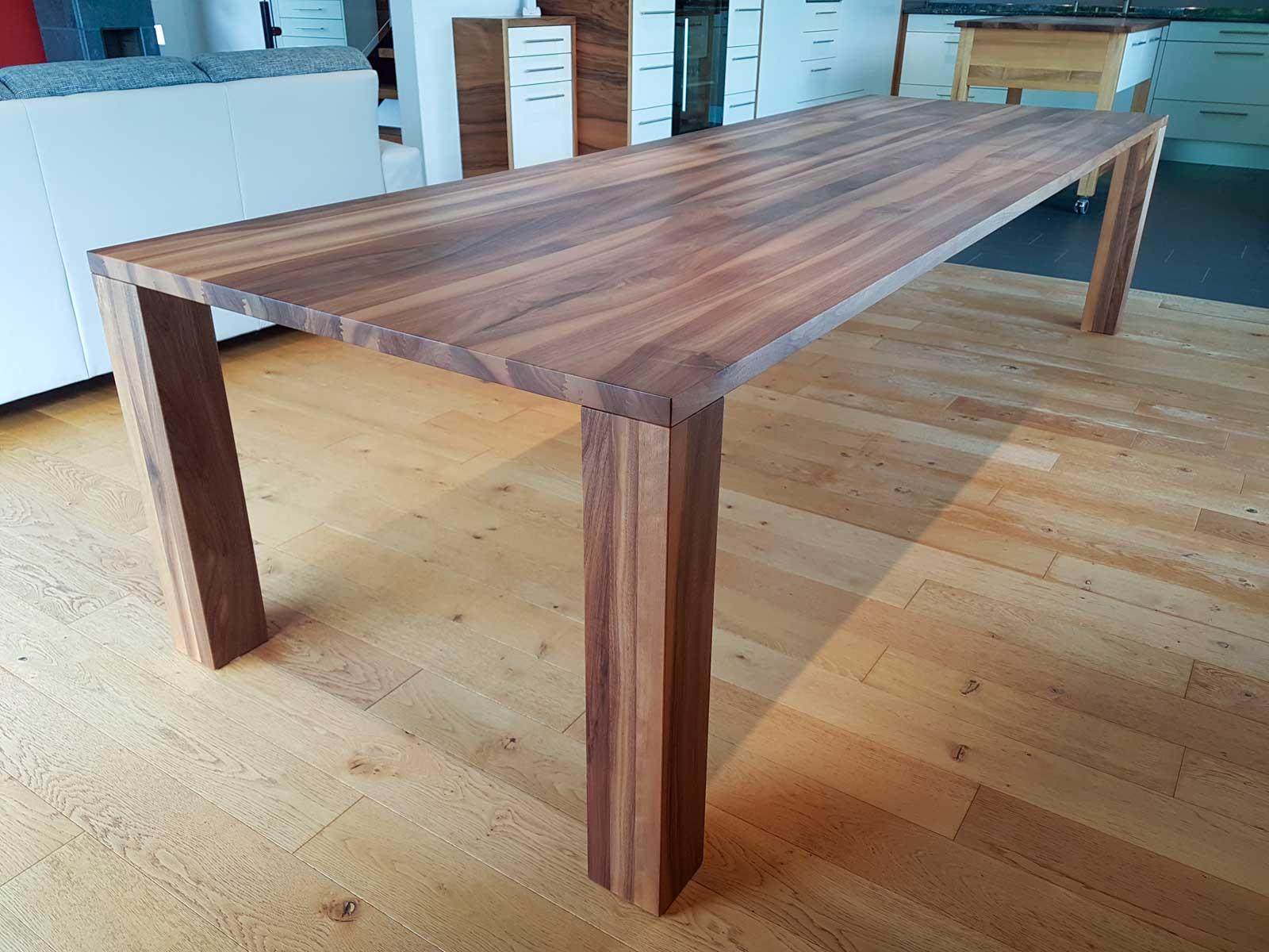 Wooddesign_Tisch-Nussbaum massiv_lange Ausführung (1)