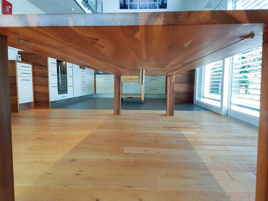 Wooddesign_Tisch-Nussbaum massiv_lange Ausführung (2)