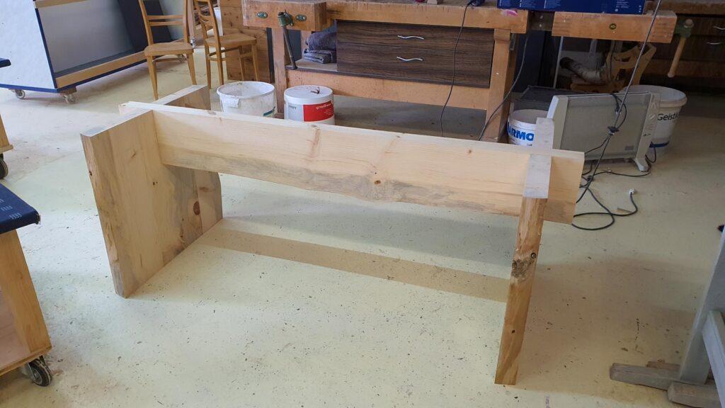 Wooddesign_Tisch-rustikal_hell_Tischeinlage-Keramik_Baumkante_ Föhre massiv (4)