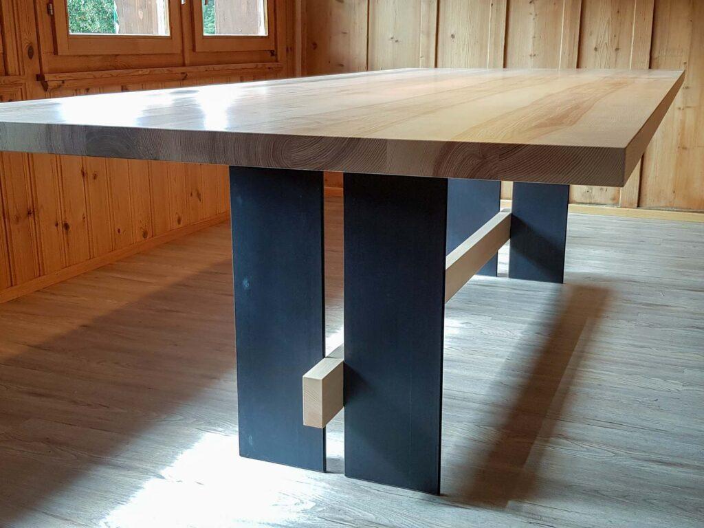 Wooddesign_Tisch_ Esche mit Braunkern massiv_Schwarzstahl_Tischleuchte_Pendelleuchte (1)