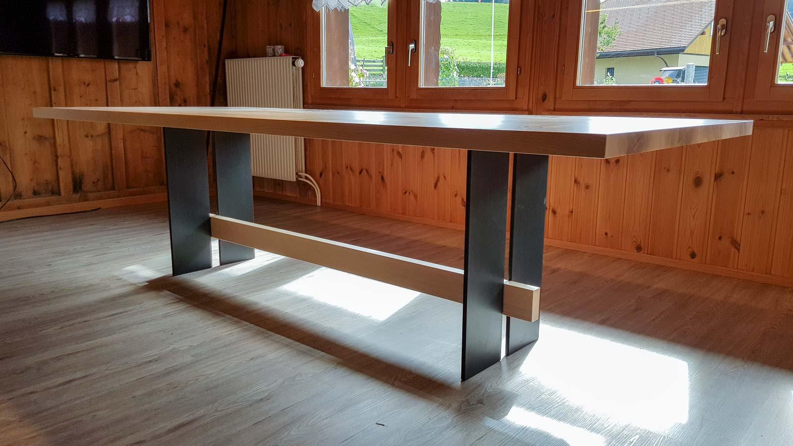 Wooddesign_Tisch_ Esche mit Braunkern massiv_Schwarzstahl_Tischleuchte_Pendelleuchte (3)