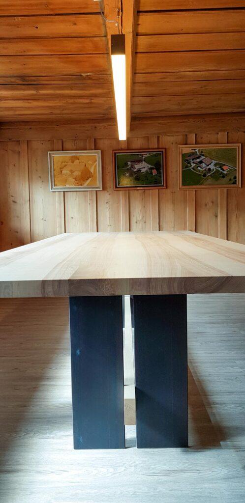 Wooddesign_Tisch_ Esche mit Braunkern massiv_Schwarzstahl_Tischleuchte_Pendelleuchte (4)