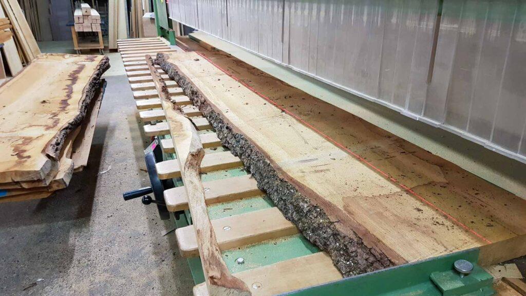 Wooddesign_Tisch_ Herstellung_Schwarzstahl_Tischgestell_Schreinerei Möbelwerkstatt (3)