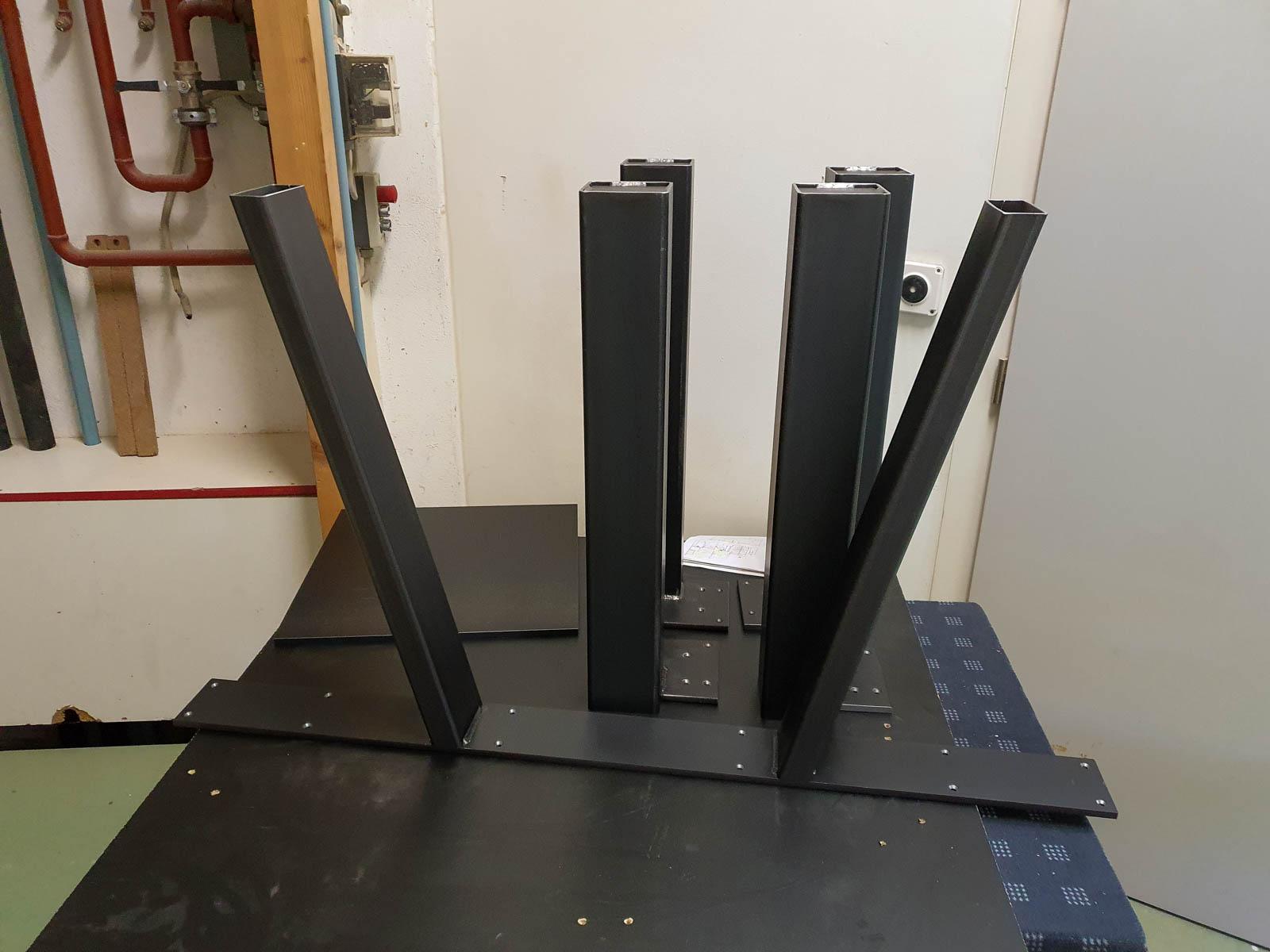 Wooddesign_Tisch_ Herstellung_Schwarzstahl_Tischgestell_Schreinerei Möbelwerkstatt (8)