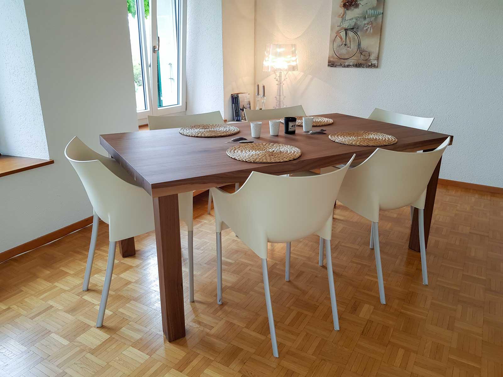Wooddesign_Tisch_ rechteckig_Nussbaum massiv_Tischbeine aussen (1)