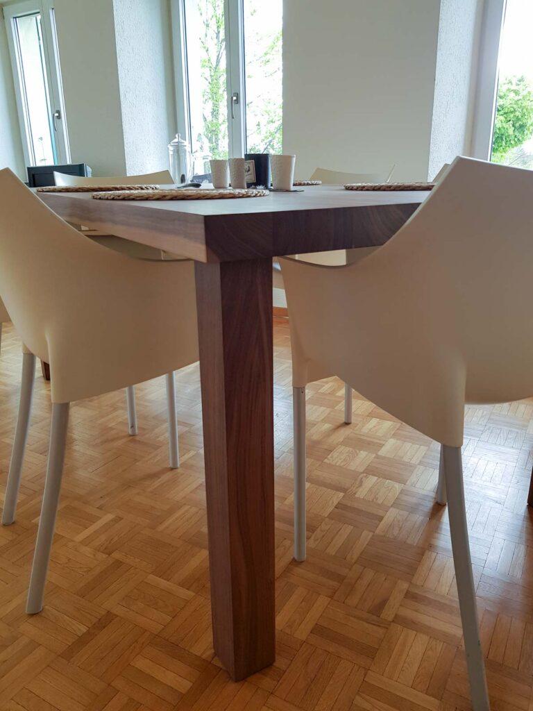 Wooddesign_Tisch_ rechteckig_Nussbaum massiv_Tischbeine aussen (3)