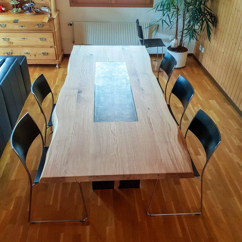 Wooddesign_Tisch_Baumkante_Schwarzstahl_Tischeinlage_Keramik_Eiche (2)