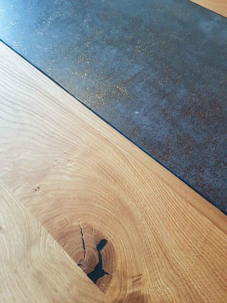 Wooddesign_Tisch_Baumkante_Schwarzstahl_Tischeinlage_Keramik_Eiche (3)